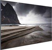 FotoCadeau.nl - Donkere lucht boven strand Aluminium 30x20 cm - Foto print op Aluminium (metaal wanddecoratie)