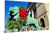 Krans met bloemen om de leeuw voor het Art Institute of Chicago Aluminium 120x80 cm - Foto print op Aluminium (metaal wanddecoratie)