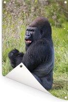 Een naar voedsel zoekende zwarte Gorilla Tuinposter 80x120 cm - Tuindoek / Buitencanvas / Schilderijen voor buiten (tuin decoratie)