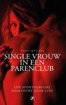 Single vrouw in een parenclub