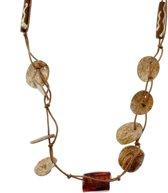 Lange bruine ketting van touw met schelpen en glaskralen