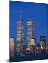 Het World trade center omringt door het stadslandschap van New York in de avond Aluminium 20x30 cm - klein - Foto print op Aluminium (metaal wanddecoratie)