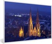Foto in lijst - De St Pauls kerk in Straatsburg bij nacht in Frankrijk fotolijst wit 60x40 cm - Poster in lijst (Wanddecoratie woonkamer / slaapkamer)