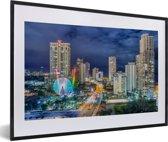 Foto in lijst - De skyline van de Gold Coast 's nachts in Queensland fotolijst zwart met witte passe-partout 60x40 cm - Poster in lijst (Wanddecoratie woonkamer / slaapkamer)