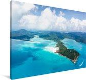 Helderblauw water aan de kust van de Whitsundayeilanden Canvas 140x90 cm - Foto print op Canvas schilderij (Wanddecoratie woonkamer / slaapkamer)