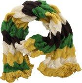 Gebreide shawl met horizontale strepen in de kleuren geel, groen, wit en bruin.