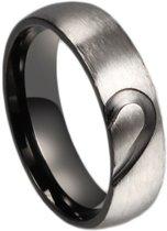Titanium ring voor hem met half hart (17,25 mm, maat 7)