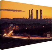 FotoCadeau.nl - Madrid voor zonsopgang Canvas 80x60 cm - Foto print op Canvas schilderij (Wanddecoratie)