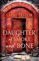 Omslag van 'Daughter of Smoke and Bone'