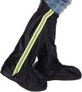 Lange, glanzende regenhoes voor schoenen of laarzen.  -Reflecterende veiligheids strook -Sterke waterdichte stof. Maat 42/43  - zwart