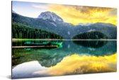 Reflectie van de zonsopkomst in het zwarte meer in het Nationaal park Durmitor Aluminium 90x60 cm - Foto print op Aluminium (metaal wanddecoratie)