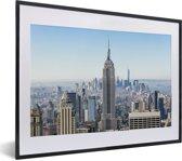 Foto in lijst - Skyline van New York met het Empire State Building fotolijst zwart met witte passe-partout klein 40x30 cm - Poster in lijst (Wanddecoratie woonkamer / slaapkamer)