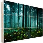 Vuurvliegjes verlichten een bos Vurenhout met planken 120x80 cm - Foto print op Hout (Wanddecoratie)