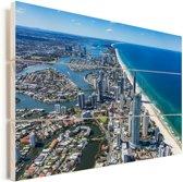 Luchtfoto van Gold Coast in Australië tijdens een heldere dag Vurenhout met planken 30x20 cm - klein - Foto print op Hout (Wanddecoratie)