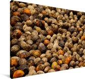 Rijpe betelnoten op een hoopje Canvas 120x80 cm - Foto print op Canvas schilderij (Wanddecoratie woonkamer / slaapkamer)