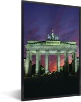 Foto in lijst - De Brandenburger Tor in het Duitse Berlijn met een kleurrijke hemel fotolijst zwart 40x60 cm - Poster in lijst (Wanddecoratie woonkamer / slaapkamer)