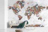 Fotobehang vinyl - Wereldkaart met kleurrijke versiering breedte 390 cm x hoogte 260 cm - Foto print op behang (in 7 formaten beschikbaar)