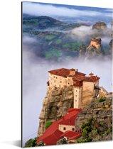 De Meteora kloosters tussen de wolken en mooi uitzicht Aluminium 120x180 cm - Foto print op Aluminium (metaal wanddecoratie) XXL / Groot formaat!