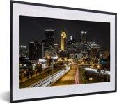 Foto in lijst - Minneapolis in de Verenigde Staten tijdens de nacht fotolijst zwart met witte passe-partout klein 40x30 cm - Poster in lijst (Wanddecoratie woonkamer / slaapkamer)