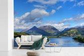 Fotobehang vinyl - Blauwe lucht en witte wolken boven de Ben Nevis in Schotland breedte 540 cm x hoogte 360 cm - Foto print op behang (in 7 formaten beschikbaar)