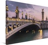Een verlichte brug in het Franse Parijs Canvas 90x60 cm - Foto print op Canvas schilderij (Wanddecoratie woonkamer / slaapkamer)