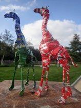 koppel giraffen gemaakt van blikjes, ca. 20 cm hoog