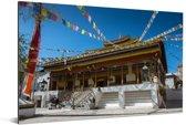 Vlaggetjes bij het Jokhang Gompa Leh in de regio Ladakh Noord-India Aluminium 120x80 cm - Foto print op Aluminium (metaal wanddecoratie)