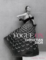 Boek cover Vogue on Christian Dior van Charlotte Sinclair (Hardcover)