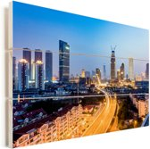 Verlichting in de straten van Tianjin Vurenhout met planken 120x80 cm - Foto print op Hout (Wanddecoratie)