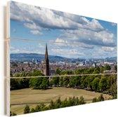 Zicht over het Schotse Glasgow tijdens een zonnige dag Vurenhout met planken 90x60 cm - Foto print op Hout (Wanddecoratie)