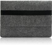 Laptop Vilten Soft Sleeve Envelop Zwarte Band | Geschikt voor Macbook tot 12 inch | Laptop en iPad Hoes | Macbook bescherming case | Cadeau voor man & vrouw | Donkergrijs