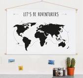 Wereldkaart Zwart Wit - Spreuk - Adventures - Muur - Schoolplaat 90x60 cm ronde stokken