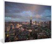 Foto in lijst - Donkere wolken boven de Chinese stad Hangzhou fotolijst wit 60x40 cm - Poster in lijst (Wanddecoratie woonkamer / slaapkamer)