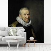 Fotobehang vinyl - Portret van een man - Schilderij van Michiel Jansz van Mierevelt breedte 200 cm x hoogte 240 cm - Foto print op behang (in 7 formaten beschikbaar)