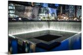 Verlichting in het September 11 Memorial in de avond Aluminium 90x60 cm - Foto print op Aluminium (metaal wanddecoratie)