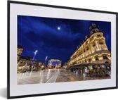 Foto in lijst - Verlichting van de gebouwen in de Franse stad Montpellier fotolijst zwart met witte passe-partout 60x40 cm - Poster in lijst (Wanddecoratie woonkamer / slaapkamer)
