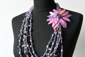 Collier met parelmoer bloem, amethist edelsteen en natuurlijke parels