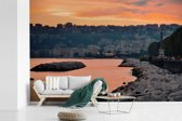 Fotobehang vinyl - Oranje lucht boven Napels in Italië breedte 390 cm x hoogte 260 cm - Foto print op behang (in 7 formaten beschikbaar)