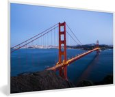 Foto in lijst - Golden Gate Bridge verlicht in de avond fotolijst wit 60x40 cm - Poster in lijst (Wanddecoratie woonkamer / slaapkamer)