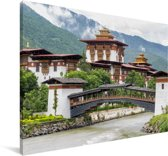 Het Aziatische Phunaka Dzong klooster met een bewolkte hemel Canvas 30x20 cm - klein - Foto print op Canvas schilderij (Wanddecoratie woonkamer / slaapkamer)