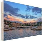 De zon gaat onder achter de oude stad Antalya in Turkije Vurenhout met planken 120x80 cm - Foto print op Hout (Wanddecoratie)