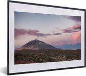 Foto in lijst - Teide vulkaan bij zonsopgang in het Nationaal park Teide in Spanje fotolijst zwart met witte passe-partout klein 40x30 cm - Poster in lijst (Wanddecoratie woonkamer / slaapkamer)