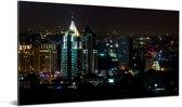Gebouwen in de avond in Bangalore zijn verlicht Aluminium 160x80 cm - Foto print op Aluminium (metaal wanddecoratie)