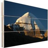 Zonnestralen vallen op de top van de Kailash berg in Tibet Vurenhout met planken 120x80 cm - Foto print op Hout (Wanddecoratie)