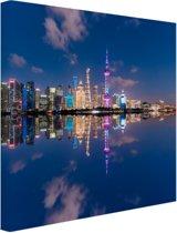 Shanghai Skyline in de avond Canvas 80x60 cm - Foto print op Canvas schilderij (Wanddecoratie woonkamer / slaapkamer) / Steden Canvas Schilderijen