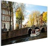 FotoCadeau.nl - Boot op kanaal in Amsterdam Aluminium 30x20 cm - Foto print op Aluminium (metaal wanddecoratie)