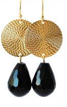 Oorbellen – Onyx en goudkleurige hanger rond