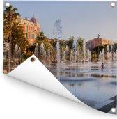 Fonteinen op een plein in de Franse stad Nice Tuinposter 50x50 cm - klein - Tuindoek / Buitencanvas / Schilderijen voor buiten (tuin decoratie)