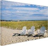 Drie typische strandstoelen op strand Canvas 120x80 cm - Foto print op Canvas schilderij (Wanddecoratie woonkamer / slaapkamer)