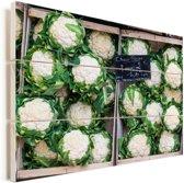 Verschillende bloemkolen in een twee verkoopbakken Vurenhout met planken 40x30 cm - klein - Foto print op Hout (Wanddecoratie)